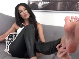 employee force boss to lick her sexy feet