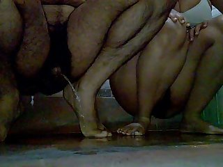 (part2) Indian Jeet & Pinki bhabhi pissing together