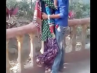 desi teen kissing in park