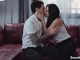 Hot momma India Summer begs for a giant dick
